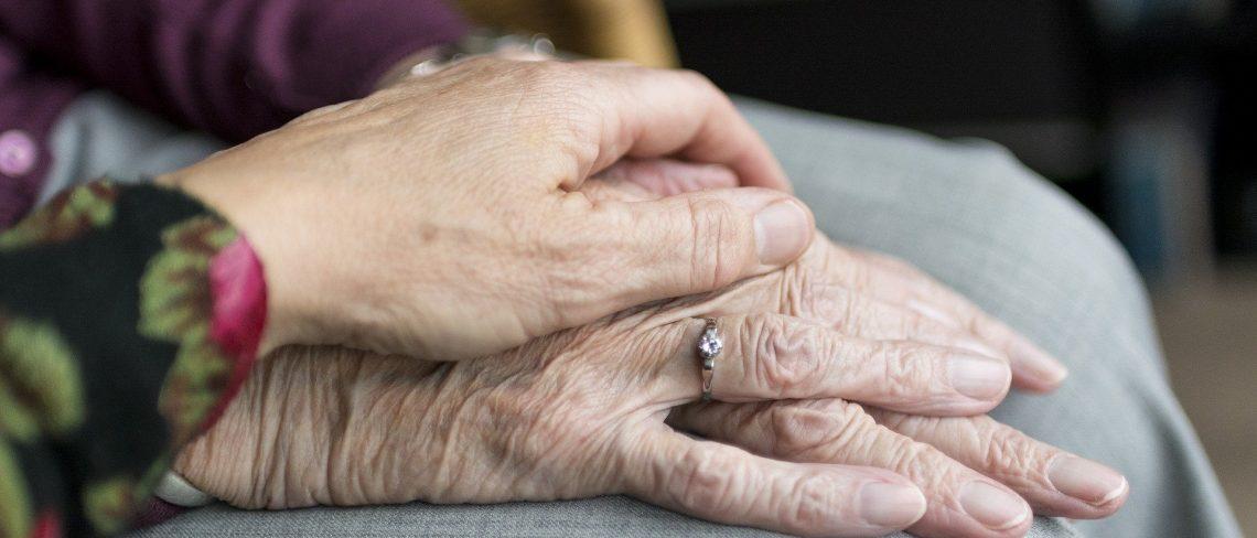 Mit einer Brieffreundschaft Senioren unterstützen